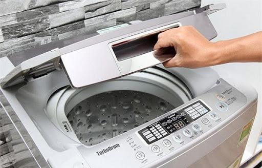 Cửa máy giặt chưa đóng khít