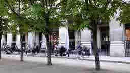 エミリー、パリへ行く Lunch with Mindy Villalys @ Palais Royal