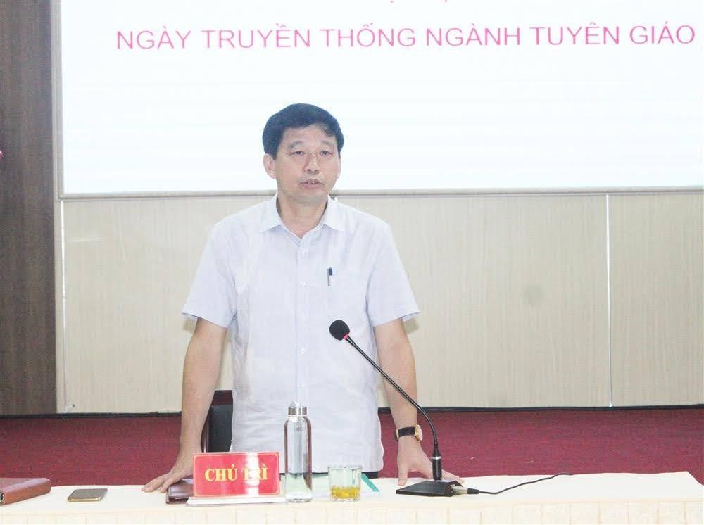 Đồng chí Kha Văn Tám, Phó Trưởng ban Thường trực Ban Tuyên giáo Tỉnh ủy định hướng nội dung các cơ quan báo chí cần tập trung tuyên truyền về Đại hội Đảng