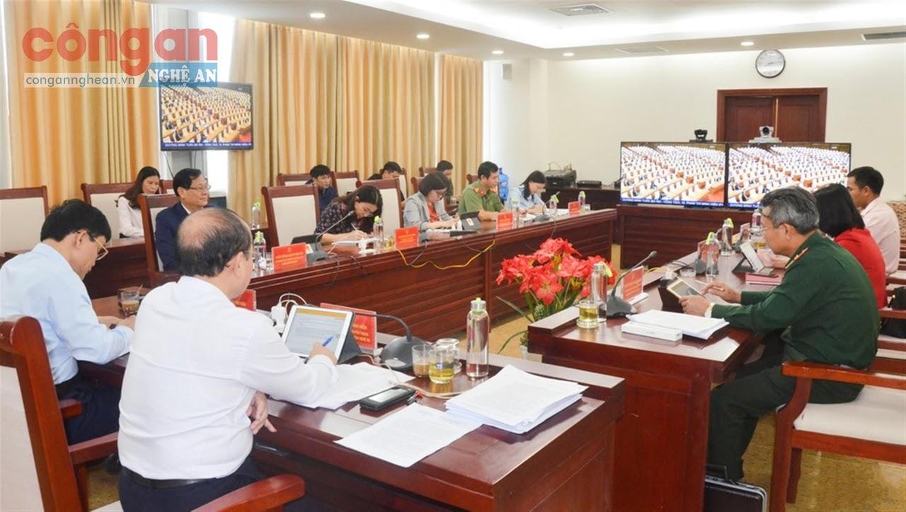 Phiên họp thảo luận của Quốc hội được tổ chức dưới hình thức trực tuyến (Trong ảnh: Tại điểm cầu Nghệ An)