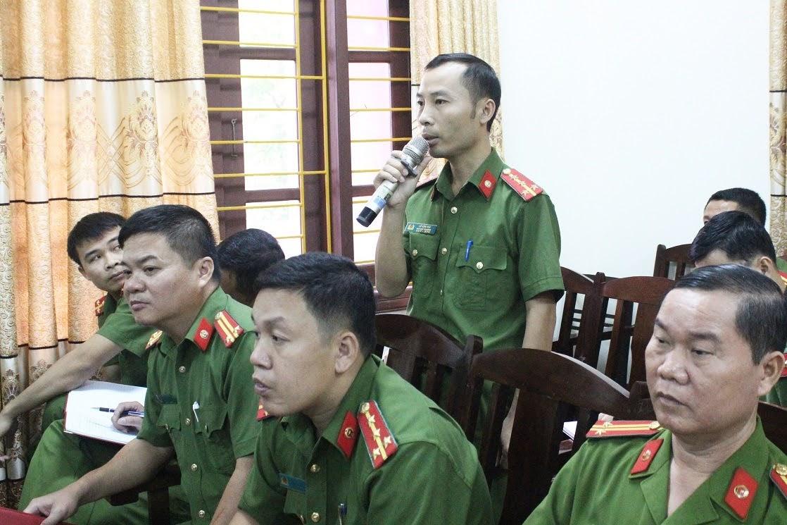 Trưởng Công an xã Liên Hợp, huyện Quỳ Hợp phát biểu tại buổi làm việc