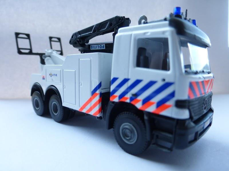 Politie sleep vrachtwagen