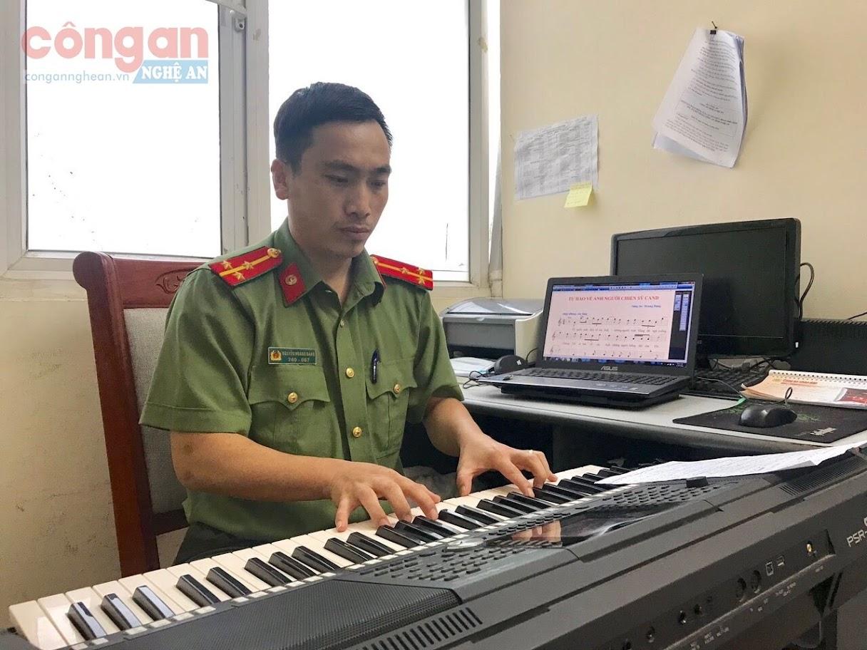 Thượng úy Nguyễn Hoàng Đăng tác giả