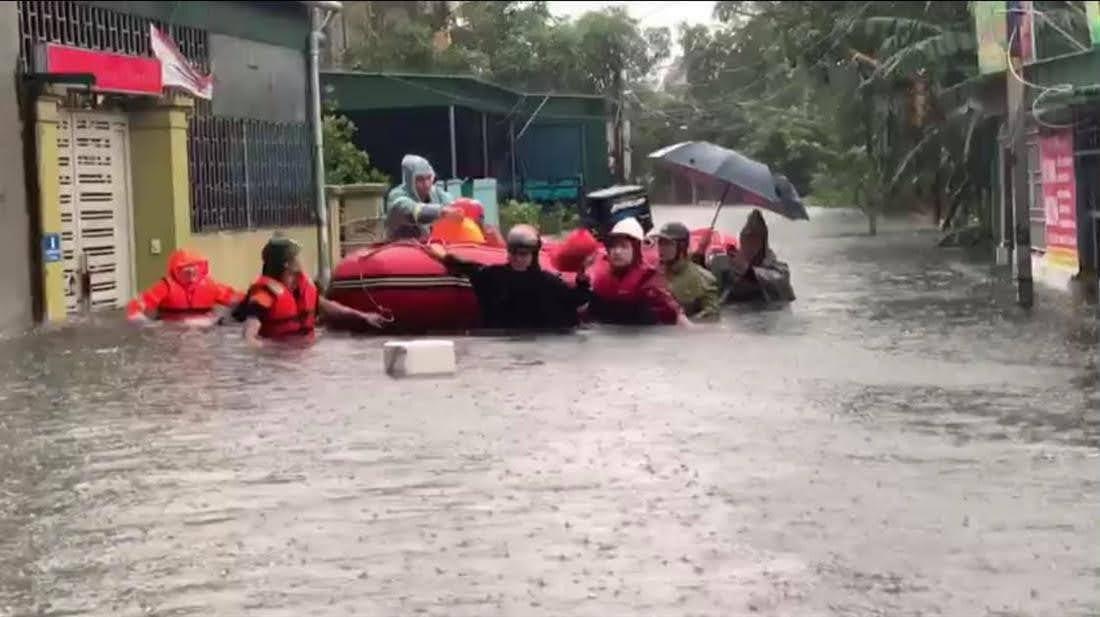Lực lượng Công an Nghệ An và Công an các địa phương trong giúp đỡ nhân dân chống lũ, khắc phục hậu quả thiên tai, giữ gìn ANTT địa bàn