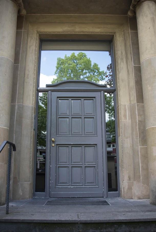 Вилла Шрёдер, входная дверь