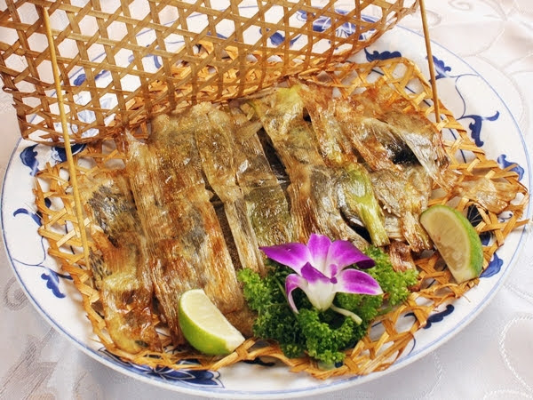 月桃竹籬蔥燒魚