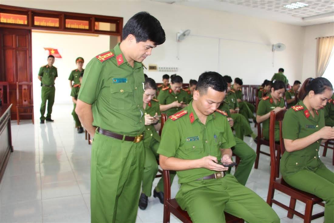 Đại tá Nguyễn Đức Hải – Phó Giám đốc Công an tỉnh kiểm tra công tác thi của các CBCS
