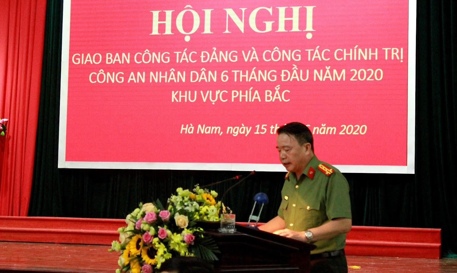 Đại tá Nguyễn Văn Trung, Giám đốc Công an tỉnh Hà Nam phát biểu đáp từ và bế mạc Hội nghị.