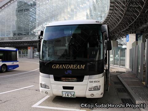 西日本JRバス「北陸道グラン昼特急大阪号」 641-4934 金沢駅東口改札中