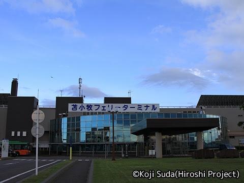 苫小牧西港フェリーターミナル_01