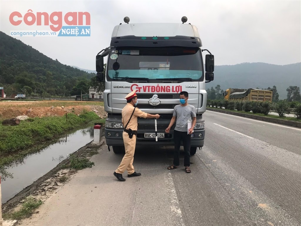Lực lượng CSGT Công an tỉnh Nghệ An tăng cường công tác TTKS, xử lý vi phạm                          trên các tuyến, địa bàn