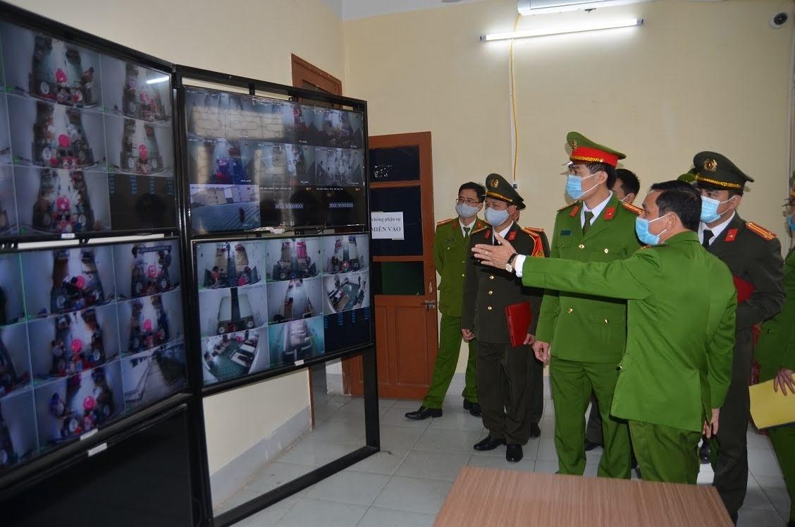 Kiểm tra hệ thống camera giám sát của Trại tạm giam Công an tỉnh