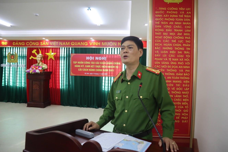 Đồng chí Thượng tá Tô Văn Hậu, Trưởng Công an huyện Kỳ Sơn phát biểu tại Hội nghị