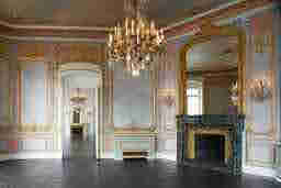エミリー、パリへ行く the atelier of Pierre Cadeau Hôtel du Duc