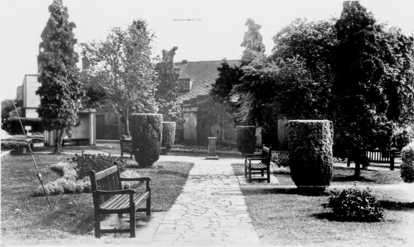 1950s East Cross Gardens