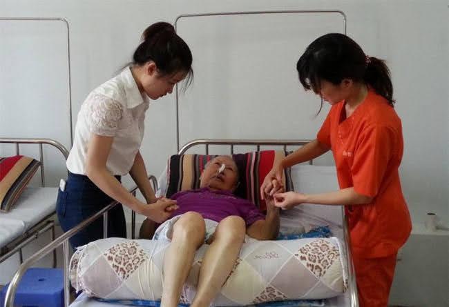 Cách làm người bệnh giảm khó chịu vì thời tiết khi chữa trị tại TPHCM