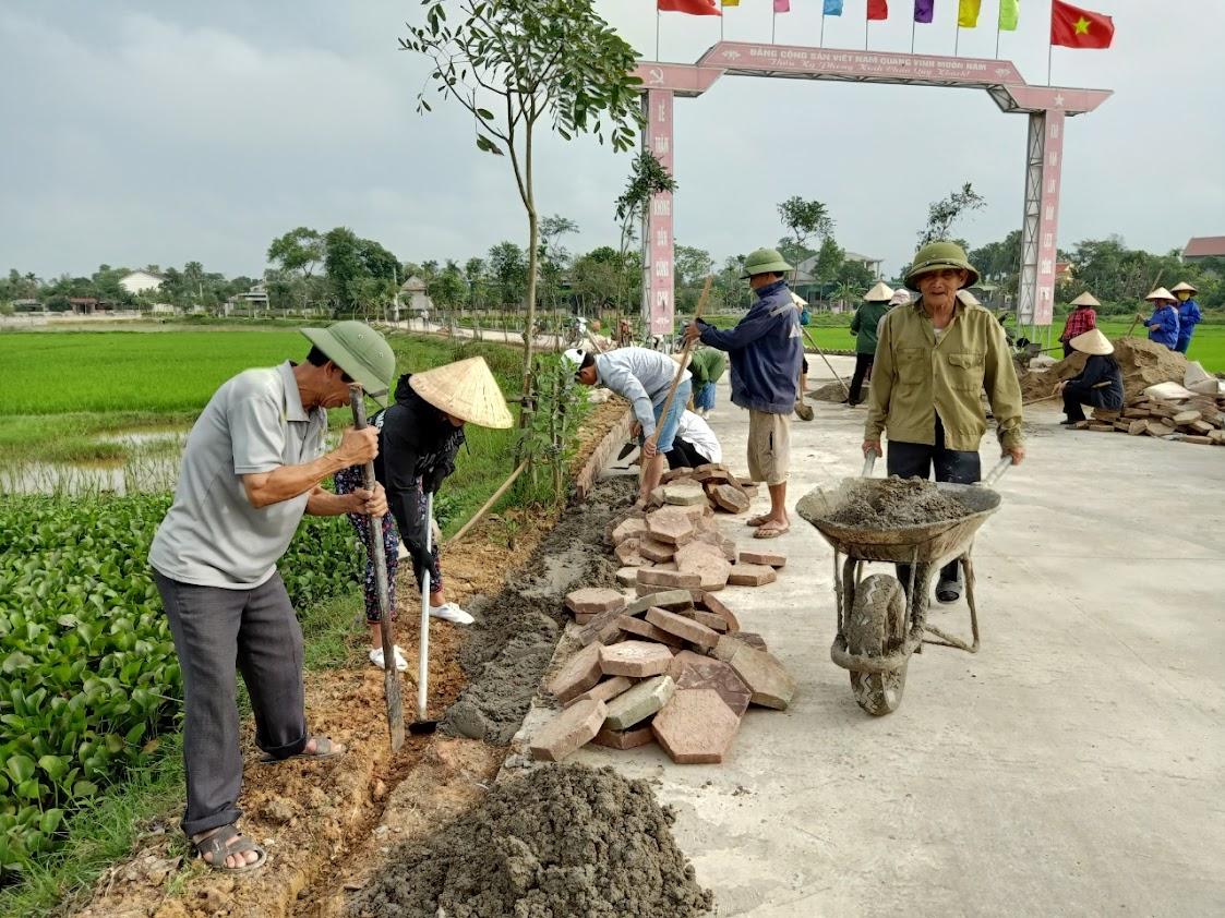 Người dân tích cực tham gia lao động để xây dựng NTM