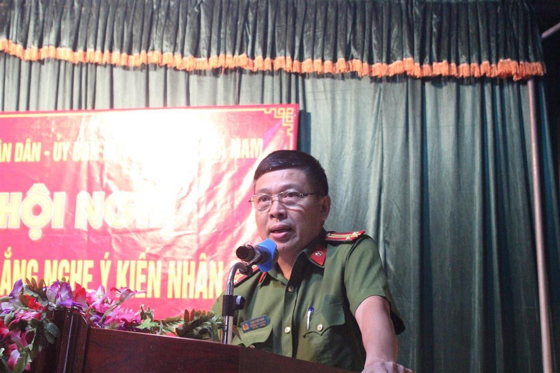 Trung tá Đinh Viết Bảo, Đội trưởng Đội xây dựng phong trào bảo vệ ANTQ Công an thành phố Vinh phát biểu.