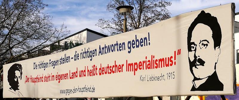 Transparent, Rosa Luxemburg, Karl Liebknecht: «Der Hauptfeind steht im eigenen Land und heißt deutscher Imperialismus».