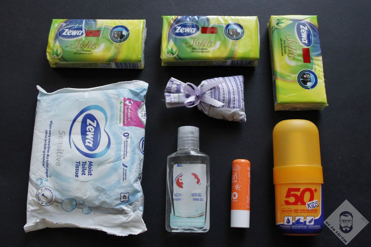 KÉP / Kiegészítő tisztasági felszerelés: nedves wc papír, kézfertőtlenítő, ajakápoló, napvédő krém/spay, papírzsepkendő, levendulás párna