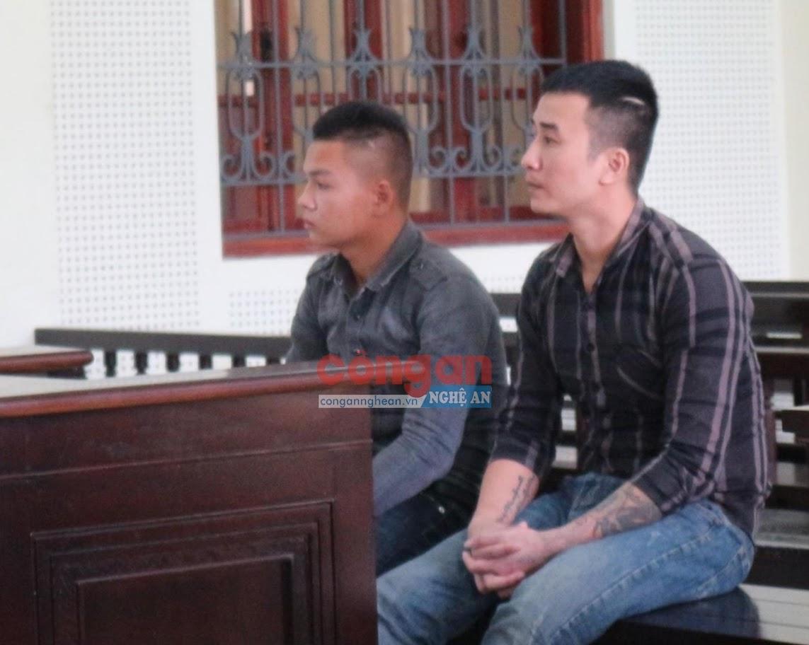 Hai bị cáo Chu Văn Cường và Đậu Diệp Thanh tại phiên tòa