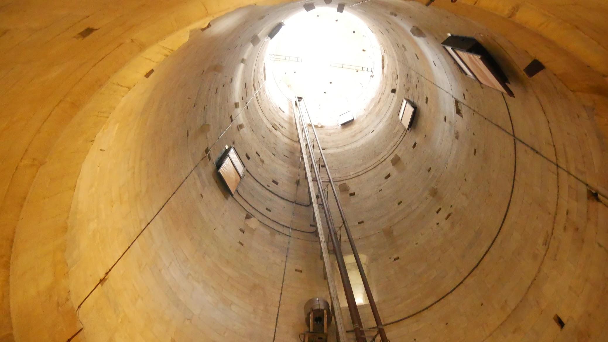 ピサの斜塔内部