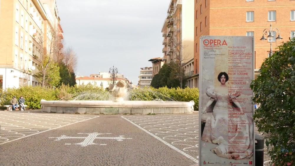 ピサ中央駅の噴水