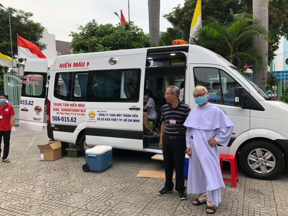 Con cái Cha Thánh Đa Minh hiến máu cứu người năm 2020