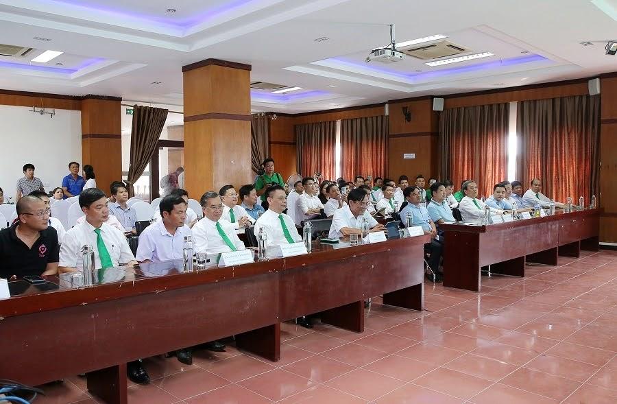 Các đại biểu tới dự