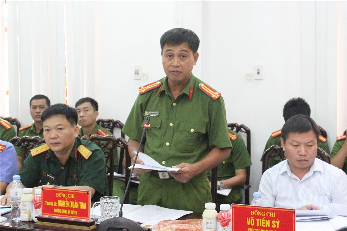 Đồng chí Thượng tá Nguyễn Xuân Thái – Trưởng Công an huyện Nghĩa Đàn báo cáo tình hình, kết quả của đơn vị đạt được trong 8 tháng đầu năm 2020