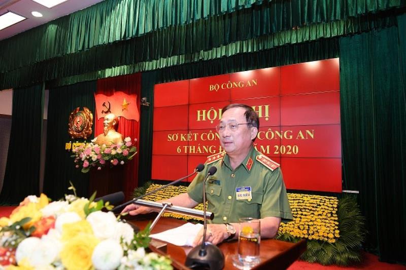 Thứ trưởng Nguyễn Văn Thành điều hành phiên tham luận tại Hội nghị.