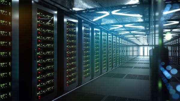 Крупные компании-поставщики облачных услуг используют волоконную оптику и технологию приёмопередатчиков на основе фотоники в своих центрах обработки данных