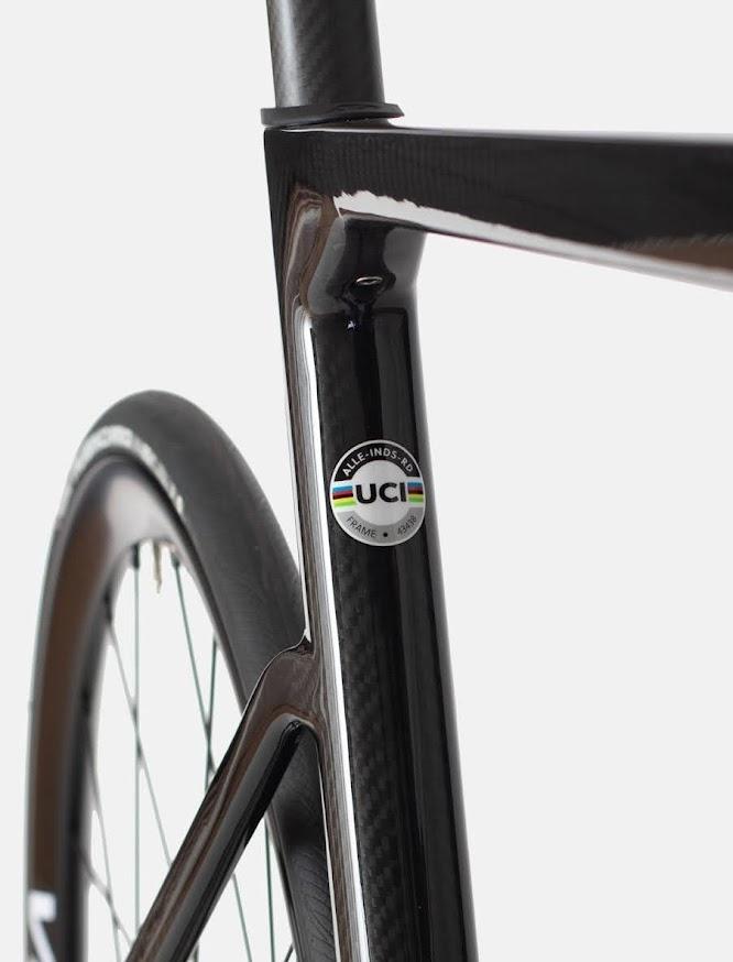 Allebike Industrie är en UCI godkänd racer