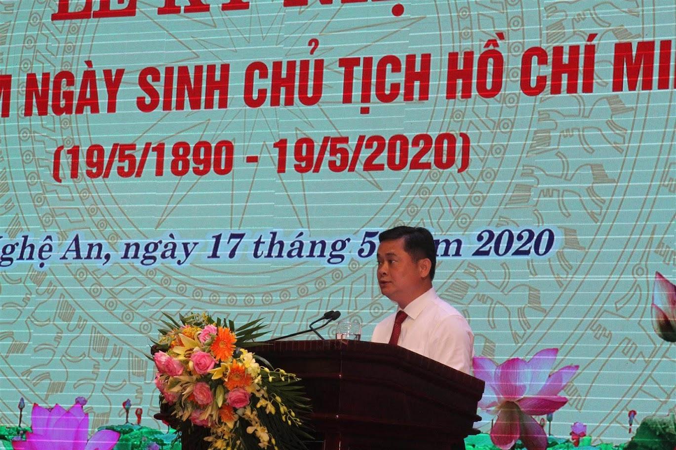 Đồng chí Thái Thanh Quý, Ủy viên dự khuyết Ban chấp hành Trung ương Đảng, Bí thư Tỉnh ủy đọc diễn văn tại buổi lễ.