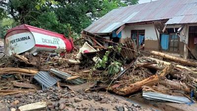 Korban Tewas Bencana di NTT Bertambah Jadi 86 Orang, Risma: Pemerintah akan berikan Santunan