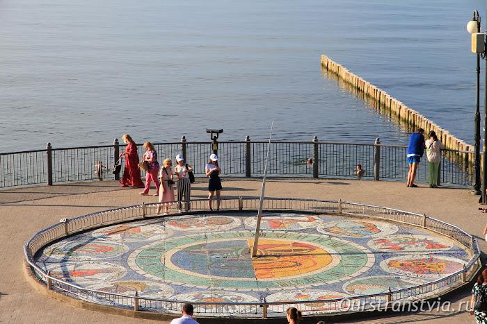 Солнечные часы со знаками Зодиака из мозаики, Светлогорск