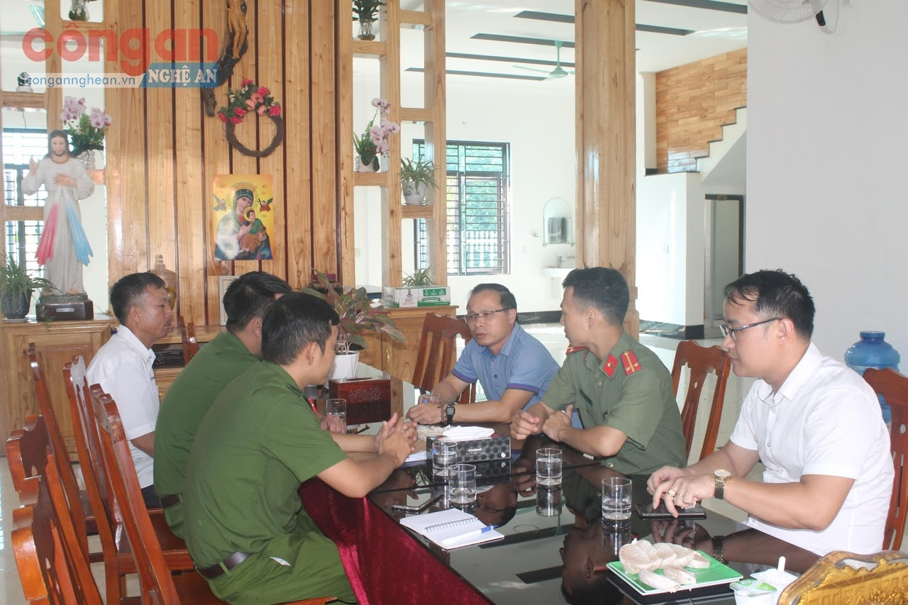 Lực lượng Công an và Linh mục quản xứ, Hội đồng mục vụ giáo xứ thường xuyên trao đổi phối hợp bảo đảm                                    ANTT trên địa bàn