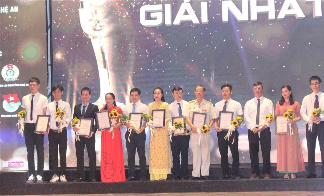 Ban tổ chức vinh danh 10 cá nhân Khởi nghiệp tiêu biểu tỉnh Nghệ An năm 2020