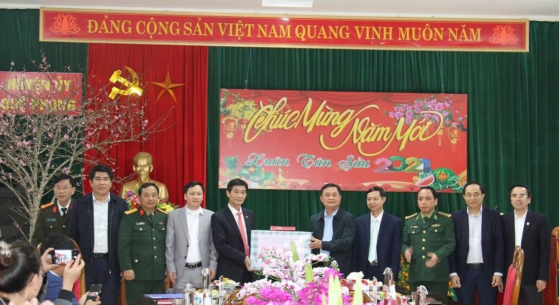 Đồng chí Thái Thanh Quý, Uỷ viên Trung ương Đảng, Bí thư Tỉnh uỷ cùng đoàn công tác thăm và Chúc mừng năm mới Ban Thường vụ Huyện uỷ Quế Phong