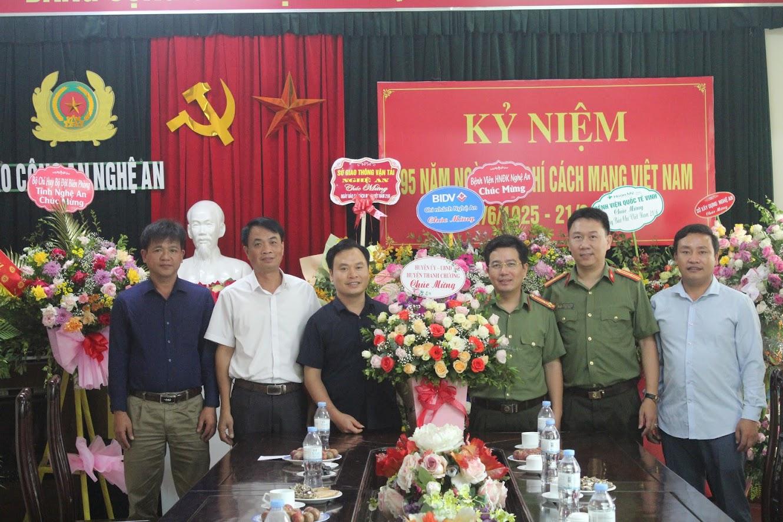 Huyện Thanh Chương chúc mừng Báo Công an Nghệ An