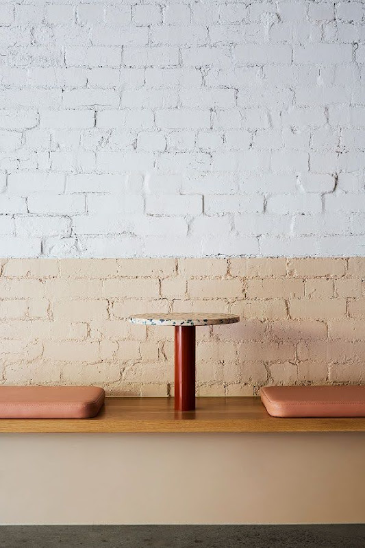 bàn ghế cửa hàng kem
