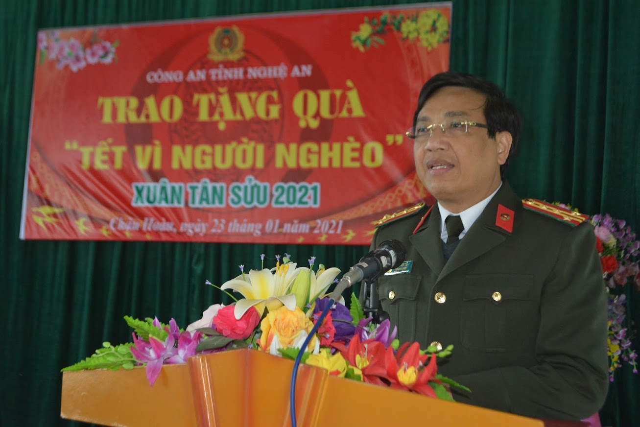 Đại tá Hồ Văn Tứ phát biểu tại lễ trao quà