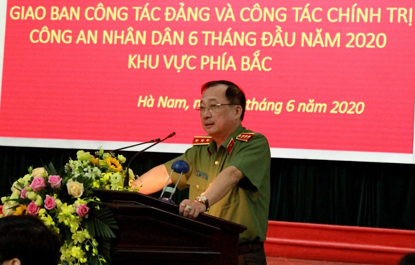 Đồng chí Thượng tướng Nguyễn Văn Thành, Uỷ viên Trung ương Đảng, Thứ trưởng Bộ Công an phát biểu chỉ đạo Hội nghị.