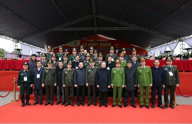 Các đại biểu dự Lễ xuất quân diễn tập phương án bảo vệ Đại hội XIII của Đảng