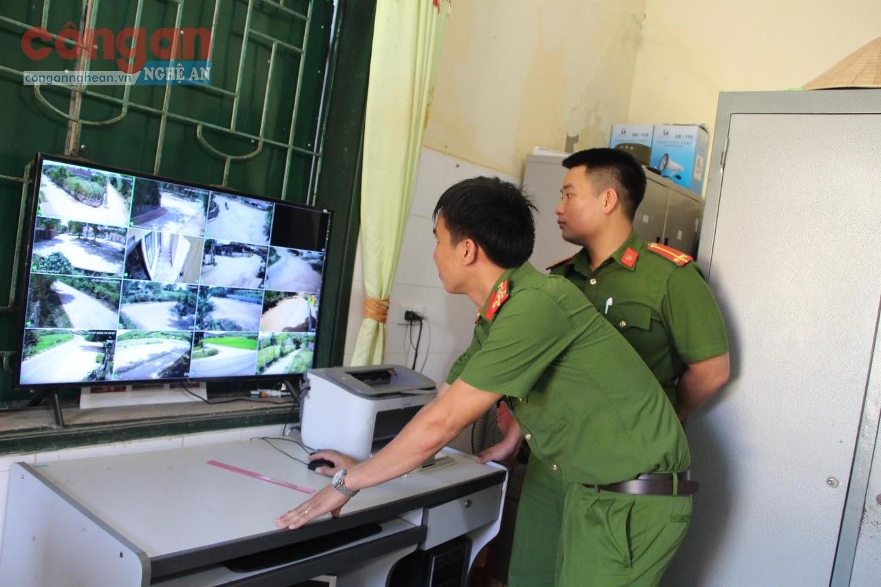 Công an xã Nghĩa Dũng kiểm tra công tác bảo đảm ANTT  trên địa bàn qua hệ thống camera an ninh