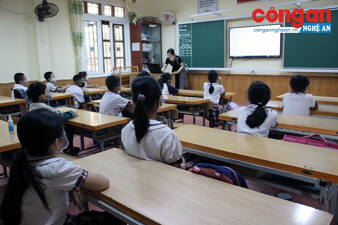 Việc điều chỉnh kế hoạch dạy học, giúp học sinh với giáo viên bớt vất vả hơn trong thời tiết nắng nóng