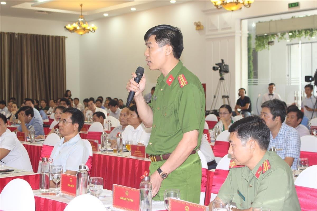 Đại tá Cao Minh Huyền, Phó Giám đốc Công an Nghệ An trao đổi về một số giải pháp để đảm bảo công tác PCCC tại khu chung cư