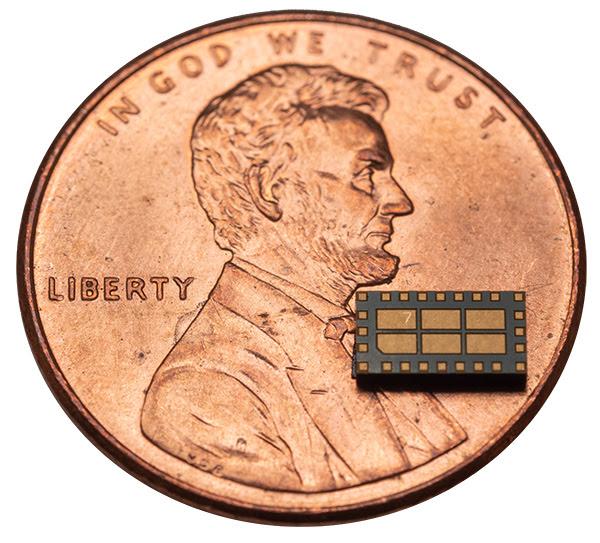 Система преобразования радиоволн в постоянный ток от компании Nikola Labs выполнена в едином корпусе (SiP – system-in-package). Она принимает энергию радиоволн, преобразует её в постоянный ток, повышает напряжение и обеспечивает зарядку аккумулятора или суперконденсатора, а также обеспечивает электропитание самой системы