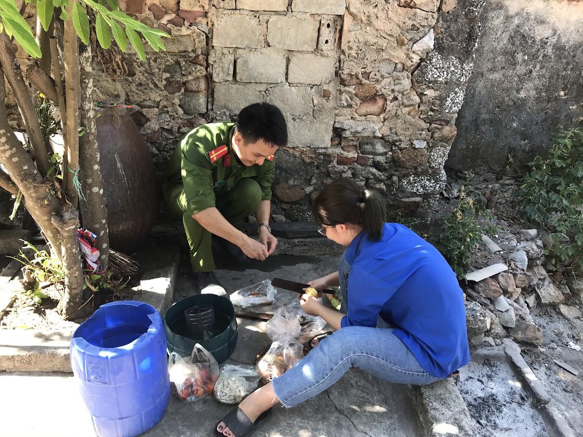 """Làm CMND và nấu """"Bữa cơm yêu thương"""" cho mẹ VNAH Trần Thị Ngọc"""