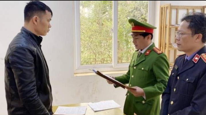 Đọc lệnh bắt Lã Văn Trọng